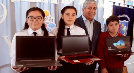 Lonquimay: 108 Alumnos reciben computadores y conexión a internet