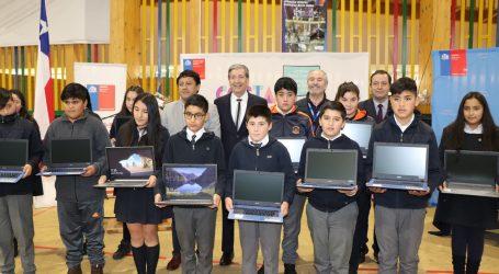 Se inició la entrega de más de 400 notebook a estudiantes de Costa Araucanía