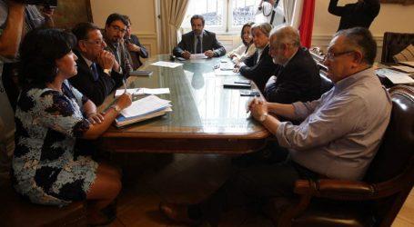Senadores de oposición fijan postura común ante reformas tributaria y previsional