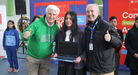 Más de 400 alumnos de Lautaro recibieron computadores