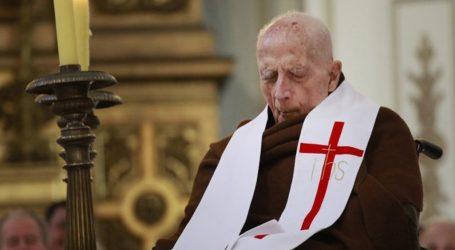 """A los 102 años falleció José Aldunate , el """"Cura Obrero"""""""