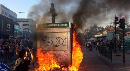 """Conclusión internacional por violencia y destrucción en Santiago: """"La clase política no ha estado a la altura"""""""