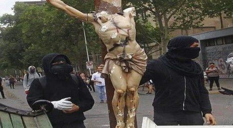 Parlamentarios piden aumentar penas por delitos de vandalismo en lugares de culto