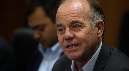 Ministro Walker denuncia campaña de desprestigio por sus derechos de agua