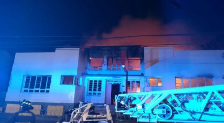 Gigantesco incendio afecta edificios del centro de Lautaro