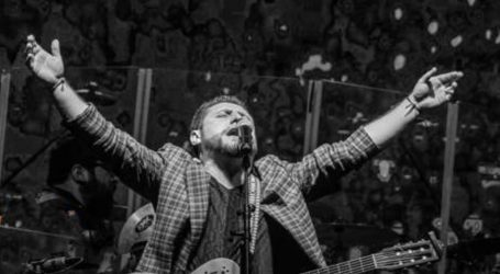 Juanjo Montecinos y sus canciones que abrazan, llevarán el teatro a tu casa
