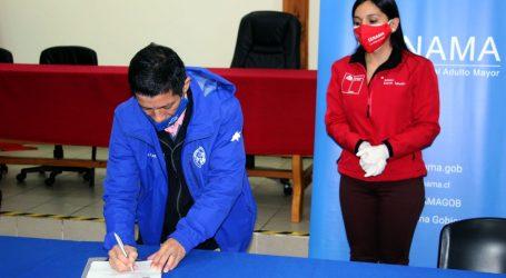 Saavedra y Senama firman convenio que permitirá el primer centro diurno de adultos mayores en la Costa de La Araucanía