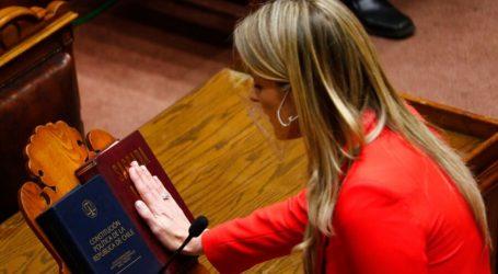 Marcela Sabat y Claudio Alvarado realizan juramento y asumen como nuevos senadores