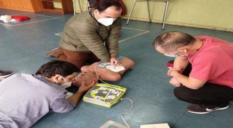 Equipos de educación municipal de Lautaro se capacitan en uso de desfibrilador y RCP