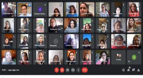 Mujeres reciben asesoría técnica en marketing digital
