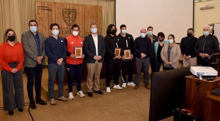 Municipio de Temuco reconoce a los atletas olímpicos Gabriel Kehr, Humberto Mansilla y al técnico Mario Saldias