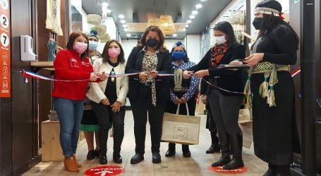 Conadi  inaugura primera tienda en un mall para reactivar economía de mujeres mapuche